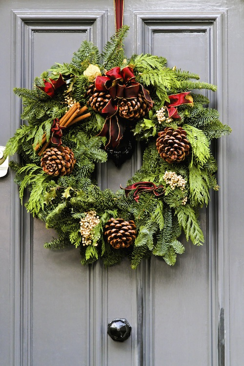 I really like the color blocking in the bright and rich layers of this simple but incredibly elegant wreath.